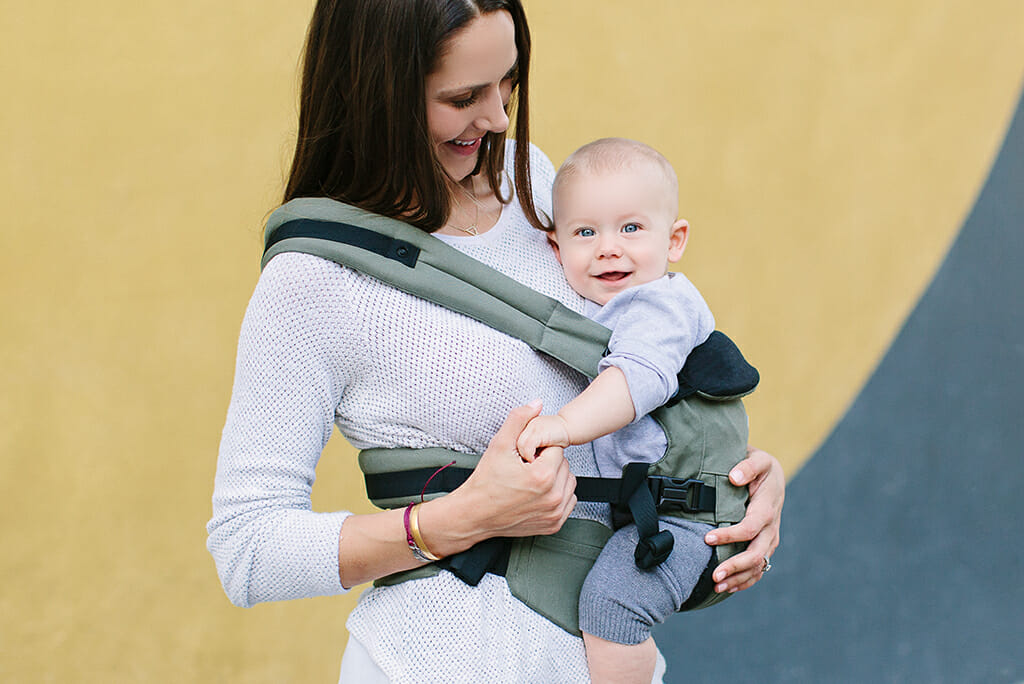 How to Wear Baby in the Hip Carry Position | Ergobaby Omni 360 Baby Carrier