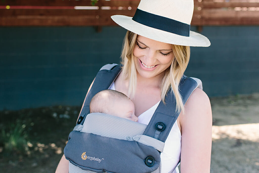 Ergobaby | All Position 360 Cool Air Mesh Baby Carrier in Carbon Grey with Cool Air Mesh Easy Snug Infant Insert in Grey